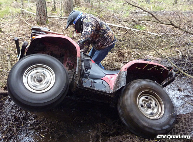 yamaha-grizzly660-in-mud-01.jpg (640x472px)
